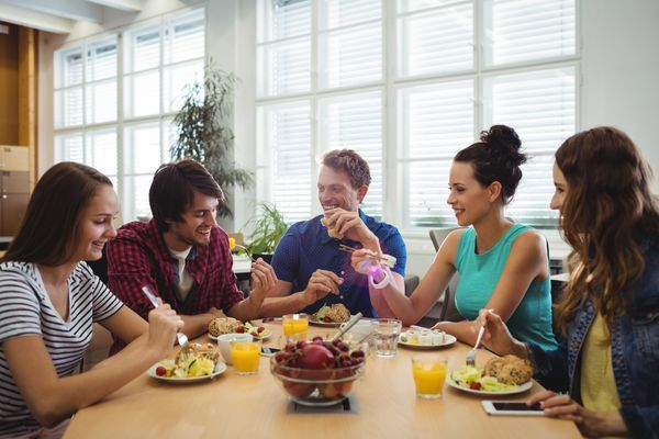 A Survey Has Revealed that the Average Lunch Break Has Dropped to Around 20 Minutes